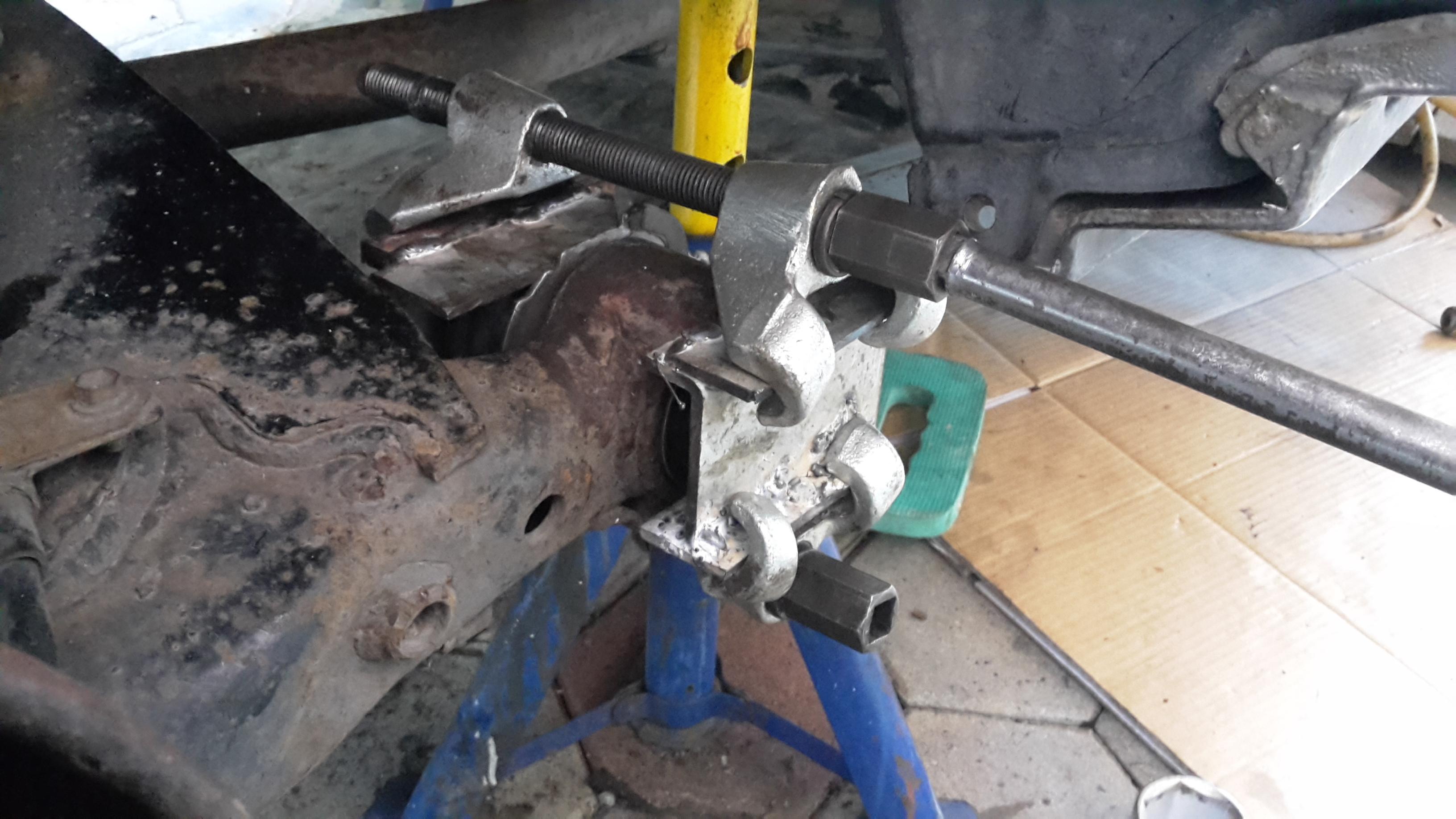 Buchse Lagerung Längslenker Achskörper hinten Toyota Previa Picnic Avensis Verso