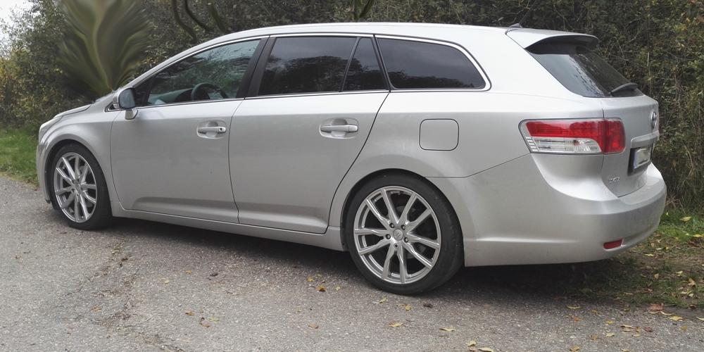 Avensis seite.jpg